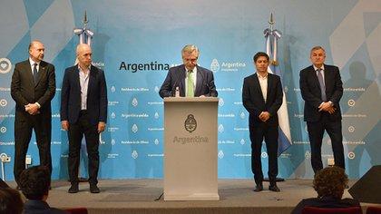 Alberto Fernández encabezó la medida junto a Omar Perotti (gobernador de Santa Fe), Horacio Rodríguez Larreta (jefe de Gobierno de CABA), Axel Kicillof (gobernador de la provincia de Buenos Aires) y Gerardo Morales (gobernador de Jujuy)