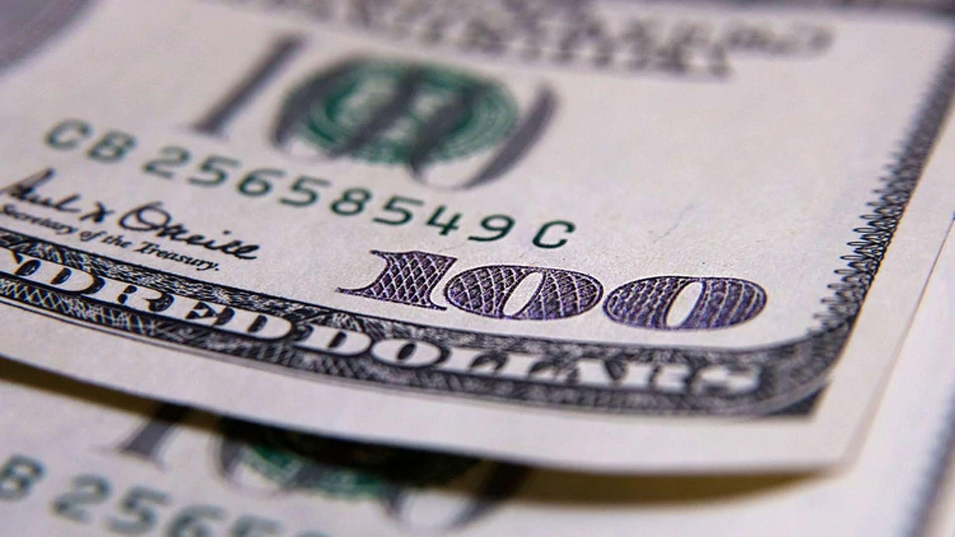 En bancos y casas de cambio el dólar subió 97 centavos a $63,34
