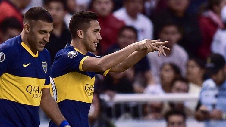 """""""Bebelo"""" Reynoso, de tiro libre, marcó el segundo de Boca en la altura de Quito (Photo by RODRIGO BUENDIA / AFP)"""