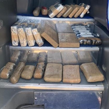 La droga era transportada en un camión de pasajeros (Foto: FGR)