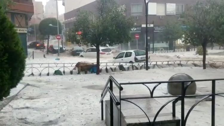 Automóviles flotando en Arganda del Rey, España (Isaac Garcia via REUTERS)