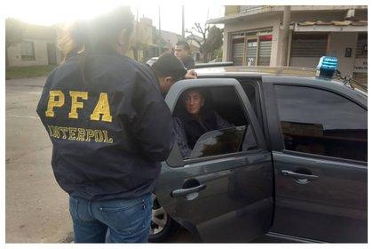 Roberto Jorge Rigoni detenido por los agentes de la Policía Federal Argentina (Foto: PFA)