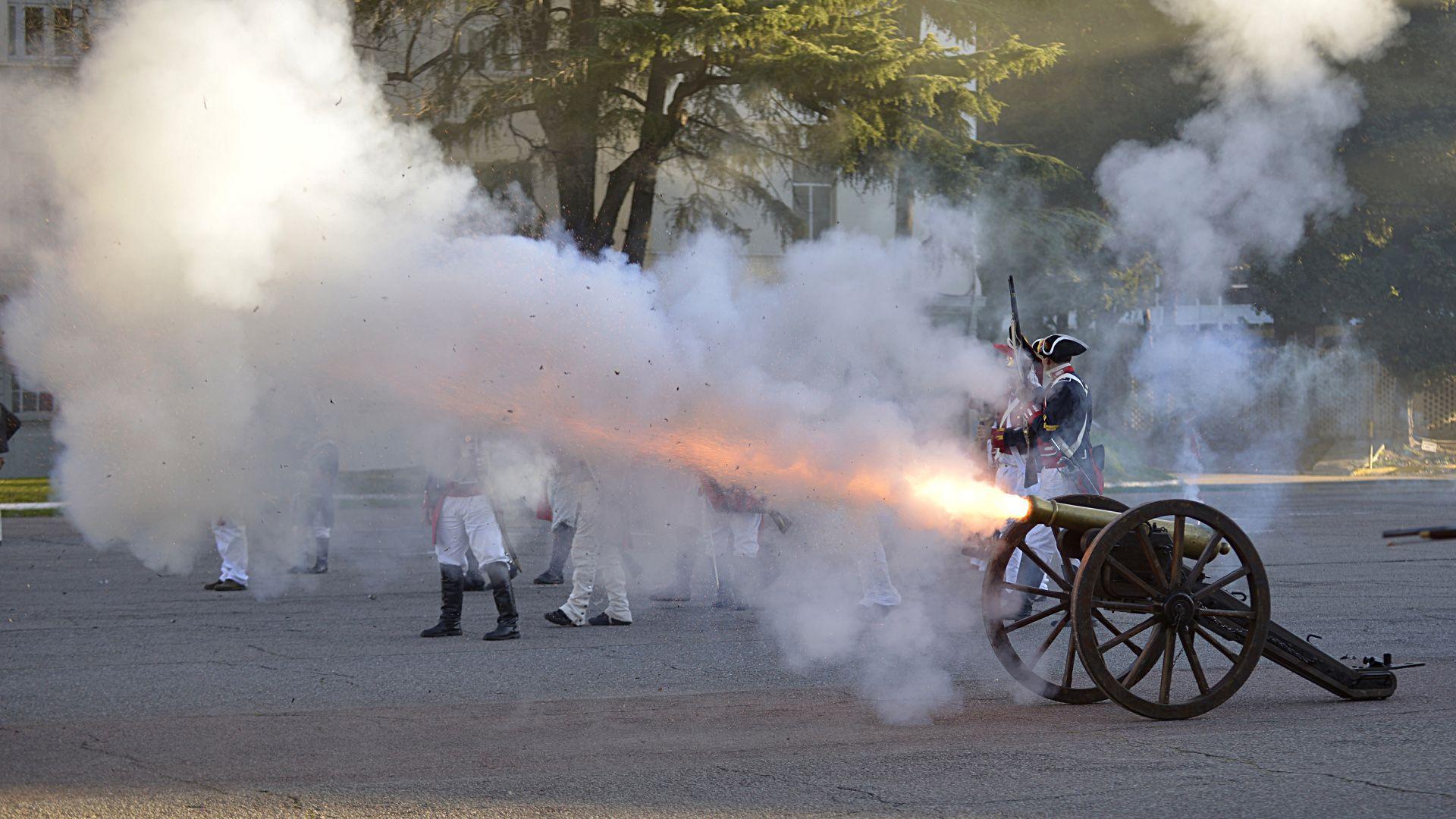 Caracterizando la época napoleónica americana, participaron los grupos de Artilleros de la Patria, BA Royal Marines, BA Scotish Guard, Banda de Gaitas ciudad de Buenos Aires, Real Cuerpo de Blandengues, y los Corsarios del Plata