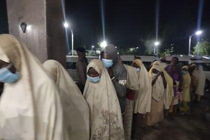 La llegada de las estudiantes en Gusau (Aminu ABUBAKAR / AFP)