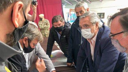 Alberto Fernández ya recorre las zonas afectadas por los incendios en Chubut (Presidencia)