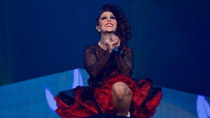 La cantante estuvo muy grave y ahora usará tratamiento de por vida (Foto: Twitter/ @Al3jandraGuzman)