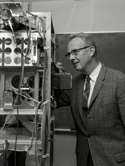"""Luis W. Alvarez (1911-1988), quien fue el premio Nobel 1968, envió una carta a un científico japonés junto a otros colegas: """"Como científicos deploramos el uso que se ha dado a tan bello descubrimiento, pero podemos asegurar que a menos que Japón se rinda una lluvia de bombas atómicos caerá sobre el país"""" (Everett/Shutterstock)"""