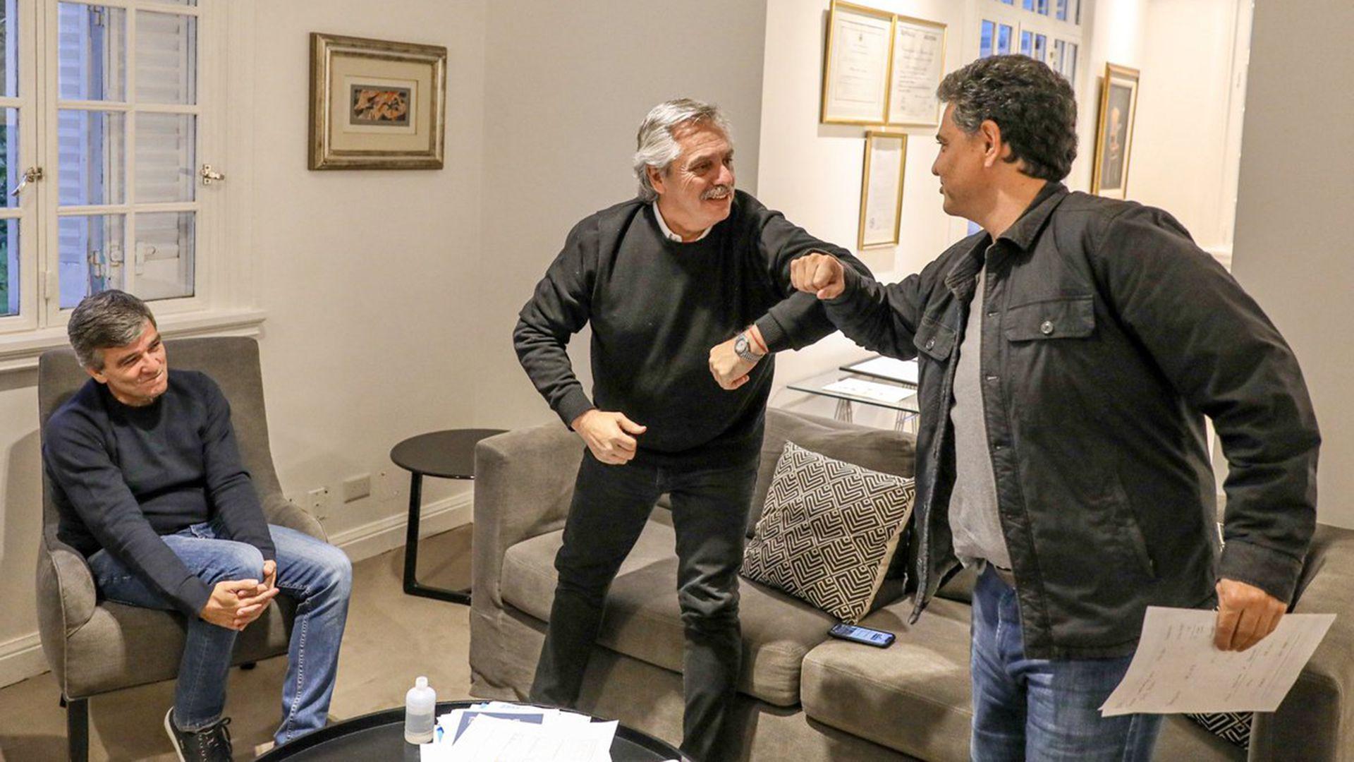 El Presidente junto a los intendentes Jorge Macri y Juan Zabaleta (@alferdez)