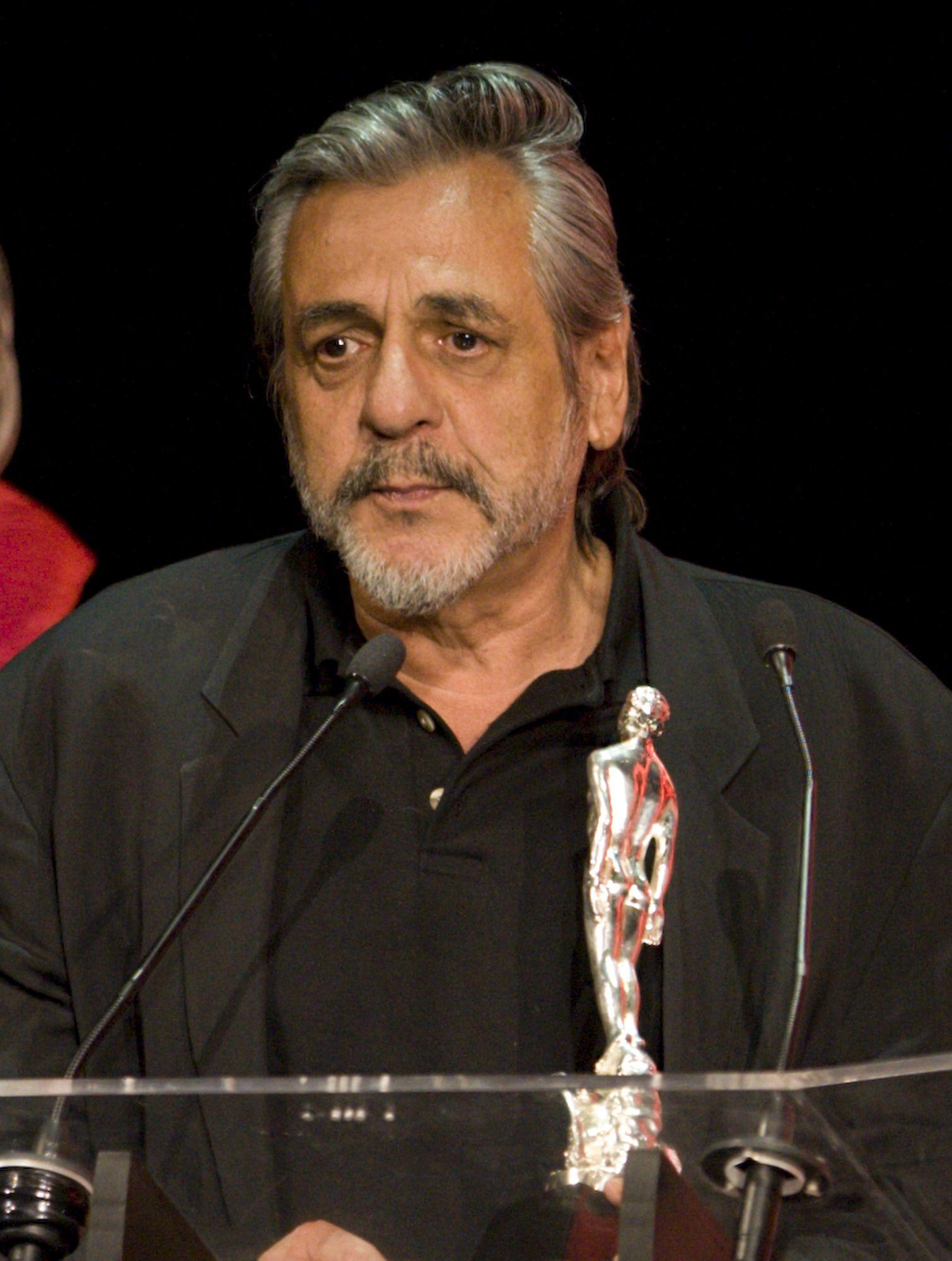 """Paul Leduc recibó el Ariel a mejor guion adaptado por """"Cobrador: In God We Trust"""" en la 50a entrega de los Premios Ariel el 25 de marzo de 2008 en la Ciudad de México. (Foto: AP)"""