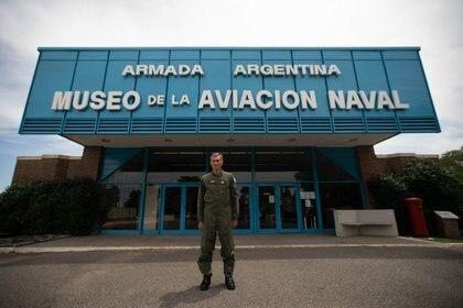 El Director del Museo de la Aviación Naval Capitán de Fragata Héctor Monteverde