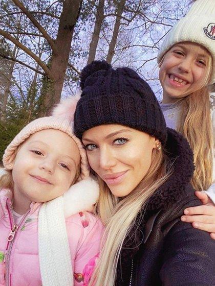 Evangelina Anderson con sus hijas, Lola y Emma
