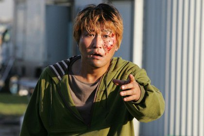 """Song Kang-ho en """"The Host"""" (2006), film que conjuga la ciencia ficción y el melodrama familiar"""