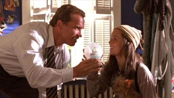 """Eliza Dushku es una de las escenas de """"Mentiras verdaderas"""" (1994)"""