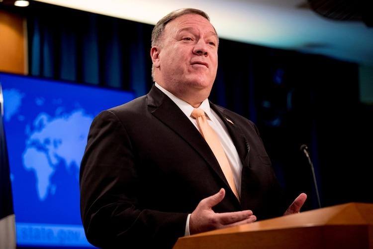 El Secretario de Estado de los Estados Unidos, Mike Pompeo, asiste a una conferencia de prensa en el Departamento de Estado, en Washington, Estados Unidos, el 31 de marzo de 2020 (Reuters)