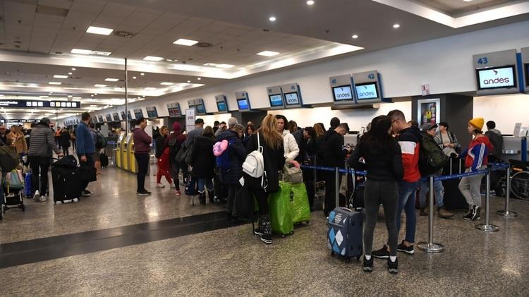 Se multiplican las cancelaciones en las pantallas de Aeroparque (foto de archivo: Maximiliano Luna)