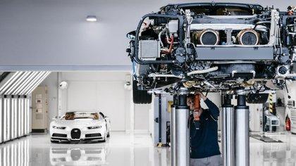 El Bugatti Chiron precisa de 1.800 piezas individuales, que son puestas a mano por el equipo de ingenieros