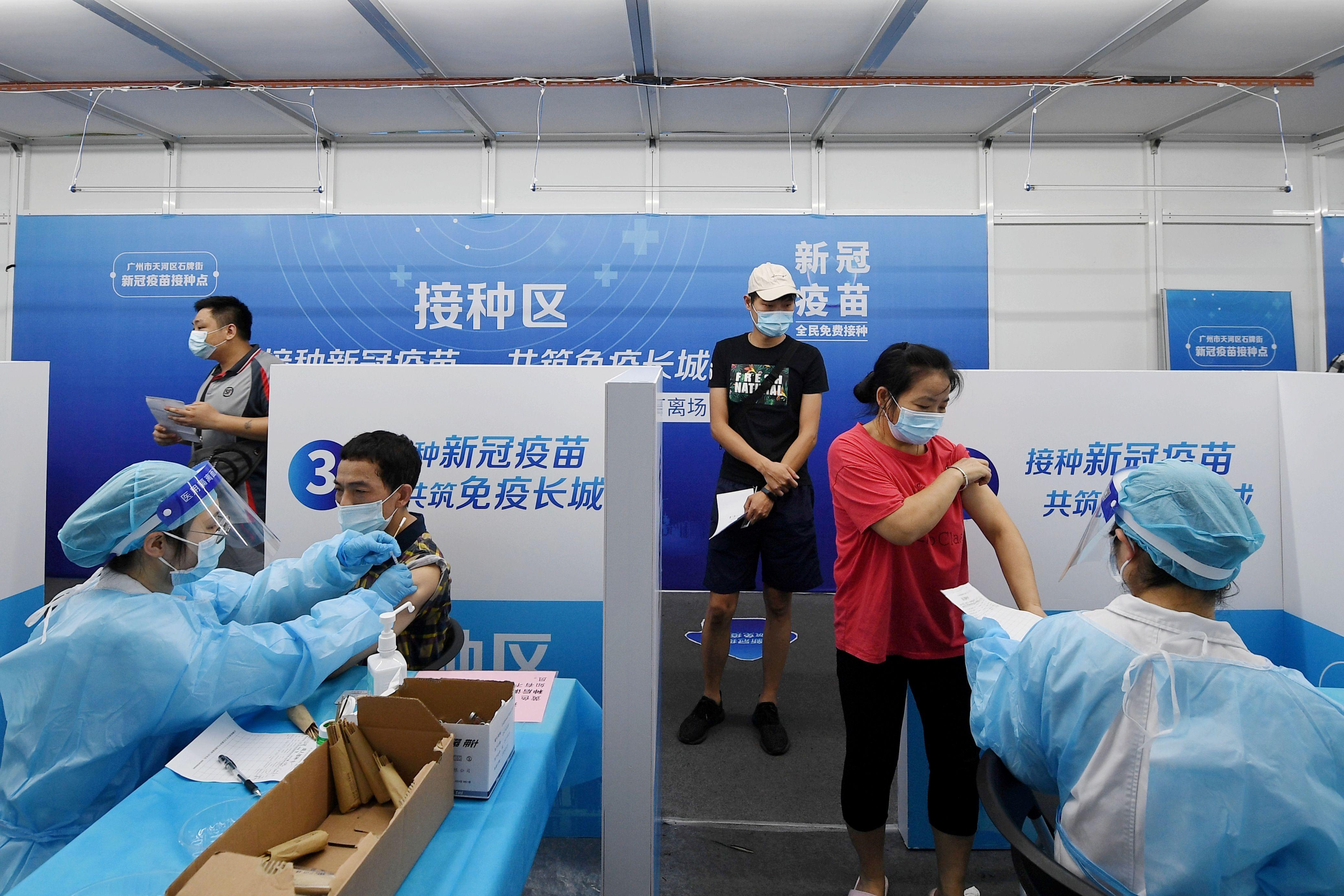 Se necesitarían más de 2.200 millones de dosis para alcanzar ese nivel de cobertura en China, según un experto de China REUTERS ATTENTION EDITORS - THIS IMAGE WAS PROVIDED BY A THIRD PARTY. CHINA OUT.