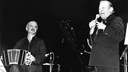 """Roberto Goyeneche grabó """"Balada para un loco"""" en diciembre de 1969, un mes después de que la grabara Amelita, junto a la Orquesta de Astor Piazzolla. La cantó hasta en su última presentación."""
