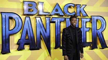 "Posando en la premier de ""Black Panther"" (Tolga AKMEN / AFP)"