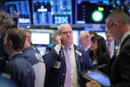 La reciente mejora de las acciones argentinas se evidencia en las cotizaciones en dólares en Wall Street. (Reuters)