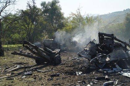 Vista de una batería de misiles destruida por drones azerbaiyanos en Nagorno Karabaj (EFE/ Pablo González)