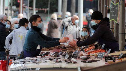 Fishmongers, wearing protective face masks, work at a local market in Nice amid the coronavirus disease (COVID-19) outbreak in France, February 18, 2021.    REUTERS/Eric Gaillard