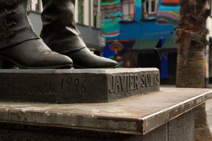 Javier Solís tiene una estatua en su honor en el Monumento al Mariachi, ubicada en la CDMX
