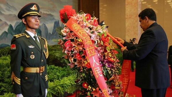 Maduro visitó el mausoleo a Mao