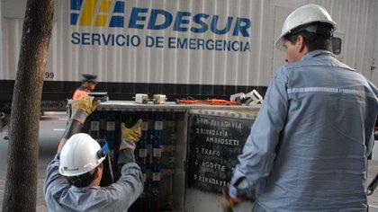 Una cuadrilla de servicio de emergencia de Edesur.