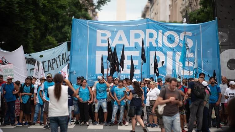 El movimiento Barrios de Pie y el Bloque Piquetero Nacional adhieren a la idea de Fernández de reforzar la economía popular