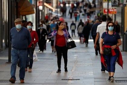 Peatones en Ronda, España (Reuters)