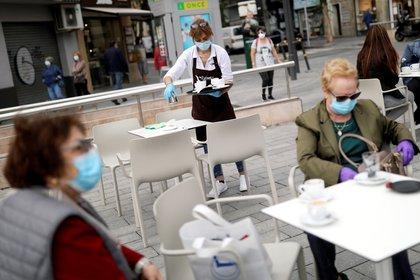Los expertos señalan que la llegada de las vacunas no implicará volver a una normalidad absoluta como la conocimos antes del virus - REUTERS/Nacho Doce/File Photo