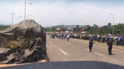 Camiones transportando ayuda humanitaria
