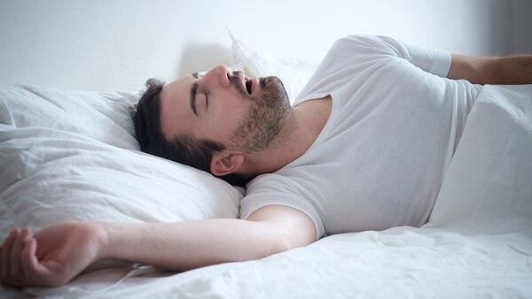 Dormir bien y soñar cada noche es clave par evitar problemas de salud en el futuro (iStock)