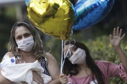 Rusia Goes fue dada de alta del hospital después de dos semanas y conoció a su hija en persona el 20 de mayo, 26 días después de dar a luz (REUTERS/Ricardo Moraes)