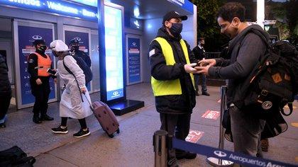Declaración jurada, test de PCR negativo y seguro de asistencia médica son los requisitos que deberán cumplir los turistas que deseen ingresar al país
