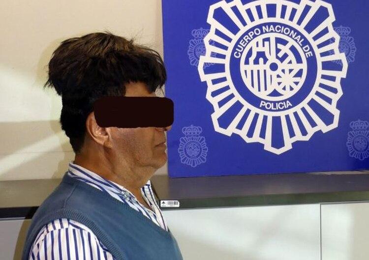 Resultado de imagen para arrestan a un hombre que intentaba transportar cocaína bajo un peluquín