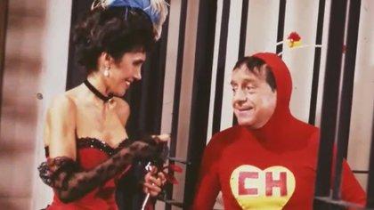El primer traje de el Chapulín Colorado fue hecho en casa por la entonces esposa de Roberto Bolaños, Graciela Fernández. (Foto: Televisa)