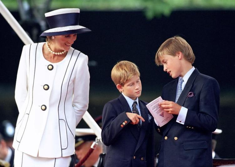 Lady Di con sus hijos Harry y William. Épocas felices para los niños.