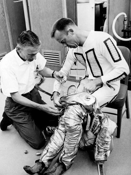 Los hombres elegidos para integrar las misiones debieron superar duras pruebas. Primero fueron llamados los 110 mejores pilotos militares del país. Luego de una criba brutal sólo quedaron 7 (NASA)