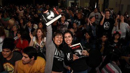 Más de mil personas se acercaron a la Feria del Libro, no todos pudieron entrar a la sala