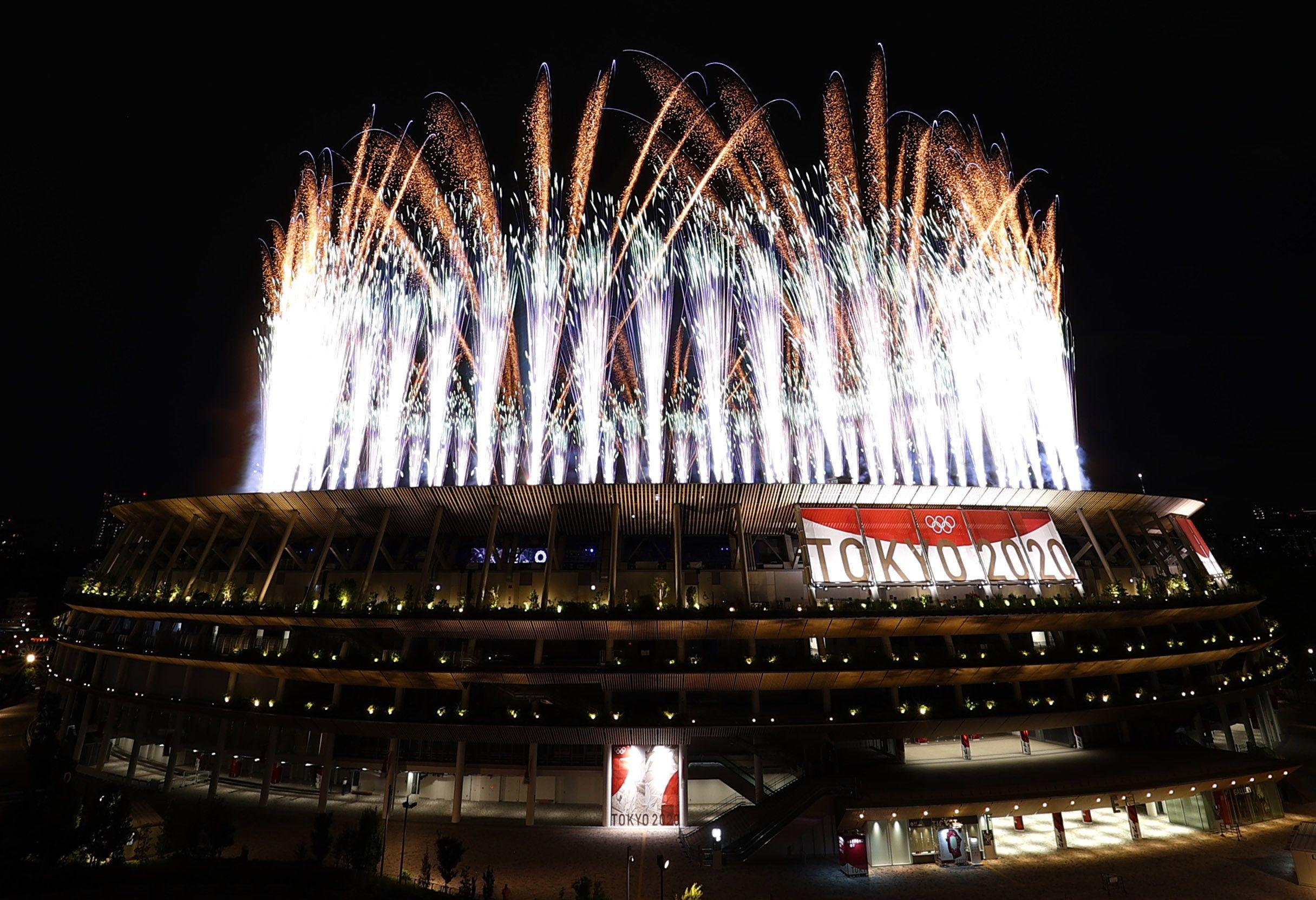 Los fuegos artificiales, presentes en los Juegos Olímpcios de Tokio 2020 (REUTERS/Edgar Su)