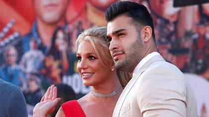 Britney Spears y su novio Sam Asghari (REUTERS)