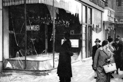 Imágenes de la Kristallnacht. Vitrinas rotas en una tienda judía en Berlín, Alemania. (9-10 November 1938. Credit: Photo by Granger/Shutterstock - 8703529a)