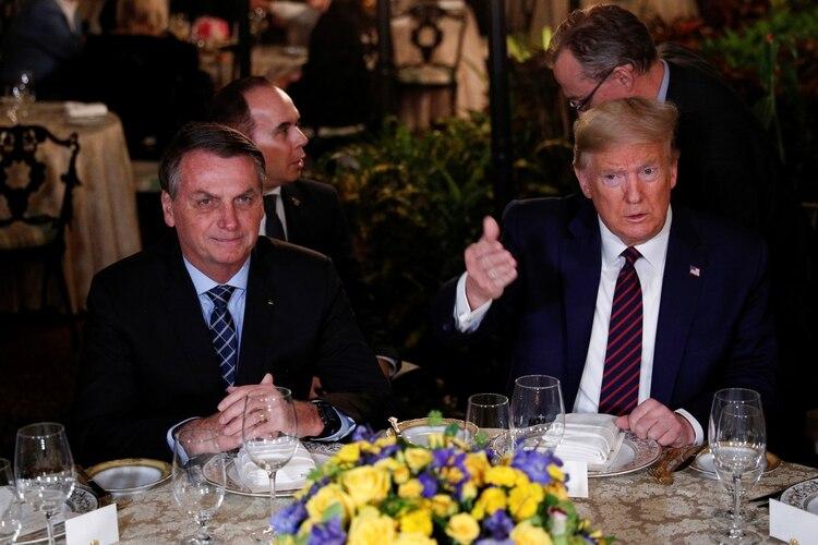 Bolsonaro y Trump respaldaron los esfuerzos de Bolivia por celebrar elecciones limpias y libres y su compromiso con la paz y la prosperidad en Oriente Medio (Reuters)