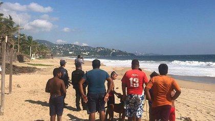 Algunos se acercaron a tomarle fotos (Foto: Gobierno de Acapulco)
