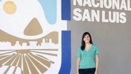 La doctora en Ingeniería Química, María Laura Rodríguez explicó las ventajas del nuevo dispositivo anticontaminante. Foto: Universidad Nacional de San Luis (UNSL)