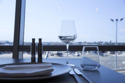 Una mesa de un restaurante en el Aeropuerto JFK de Nueva York (Bloomberg / Caitlin Ochs)