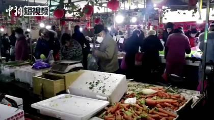 """El mercado de Wuhan, en China, que ayudó a la propagación inicial de la enfermedad. Aunque las investigaciones sobre el origen y el """"caso cero"""" todavía están en marcha."""
