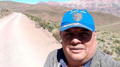 Diego Cruz, en su recorrida de 100 kilómetros para entregar las cartillas
